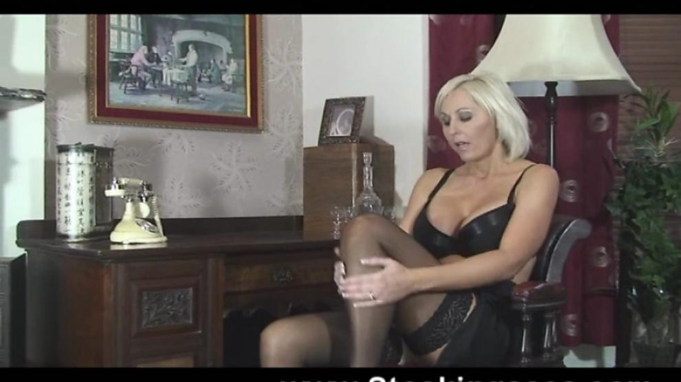 Blonde MILF Jan Burton plays with her hairy pussy