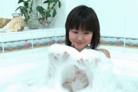 Asian Sakari washes hot pussy in bathtub