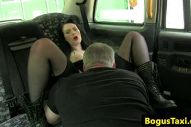 Public goth pussylicked and fingered in cab