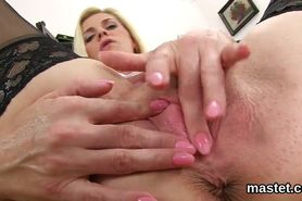 Horny czech sweetie opens up her wet twat to the extreme