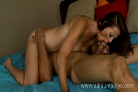 Milf Mimi Moore takes a load into her mouth