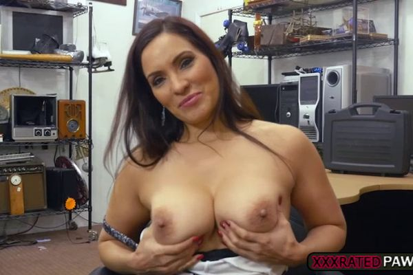 Naught rich chick Bianca Breeze satisfies urge to suck big cock for cum № 946954 бесплатно