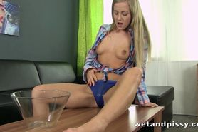 Teen girl orgasms while partaking her first pee squirting movie