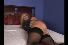 Hot Mommy Kayla Synz loves anal