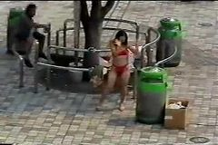 Changing in the street - Japanese girl in public part 1
