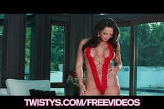 Destiny Dixon shows off her juicy ass in her new lingerie