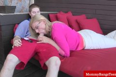 Blonde milf gets oral from teen guy