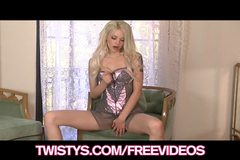 Blonde bombshell Bree Daniels uses her vibrator to cum