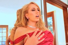 Brett Rossi shows off