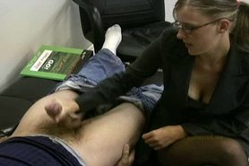 Lady boss masturbates her lazy employee to ignite him t