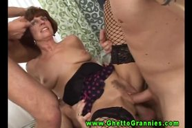 Hardcore old grandma does doublepenetration