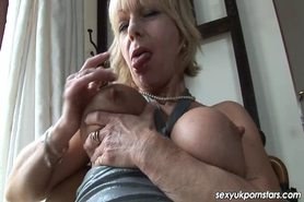 Mature pornstar Jane Bond boffs her snatch