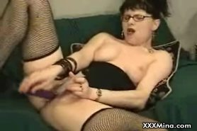 Cam: Horny MILF plays with herself on webcam