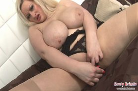 Teri Fox Plays With Udders & Dildo Fucking