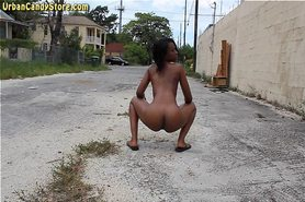 Ebony shaking it in public streets