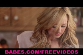 Solo model Brett Rossi masturbates with her kitchen faucet