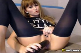 Cute Young thing fingers her Shave Slit on webcam
