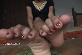 toes spread