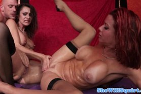 Hot threeway with squirting babes