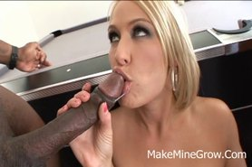 Big Ass Babe Fucked Hard And Got a Facial