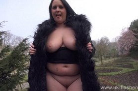 Bbw babe Sarah-Janes public flashing and outdoor exhibitionism of amateur mum showing big tits in the streets