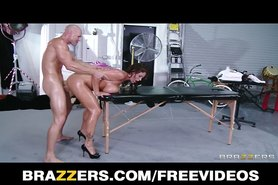 Brazzers - Big-tit Eva Notty Rides fucks her masseur