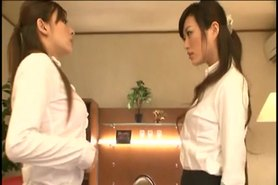 Japanese girls kiss1254