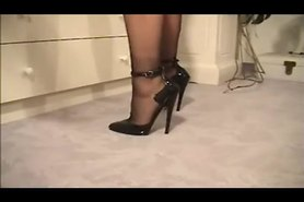 stiletto high heel & seamed stockings