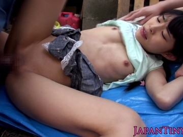 Tiny japanese squirting babe fingered in threesome