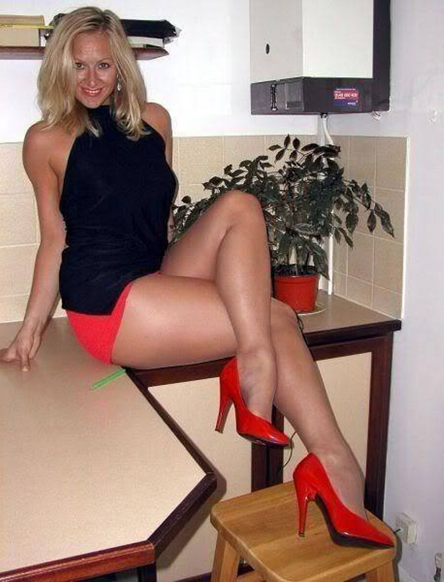 American MILF pornstar in sexy heels on knees spreading sexy long legs  2181702