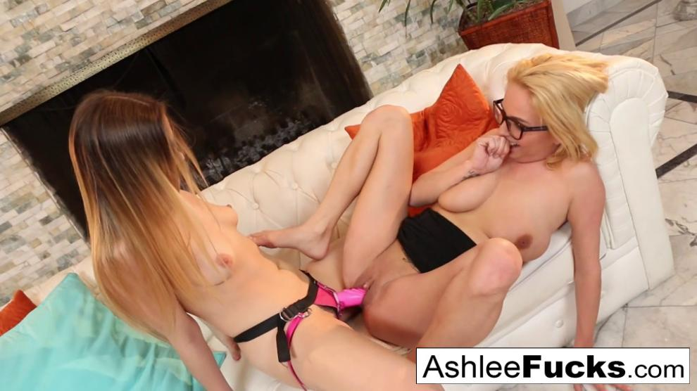 Sexy Ashlee gets seduced by her stepdaughter Kendra