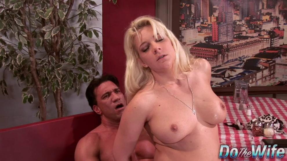 Blonde Wife Heidi Mayne Puts on a Great Anal Show for Her Cuckold Hubby