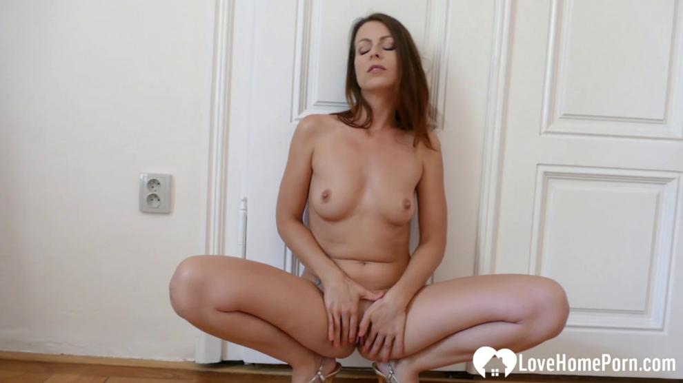 LOVEHOMEPORN - Sexy solo babe got naked and naughty