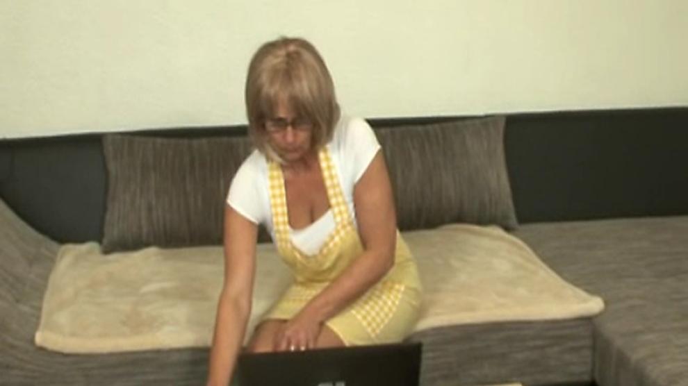 Hausfrauen machen willig die Beine Breit