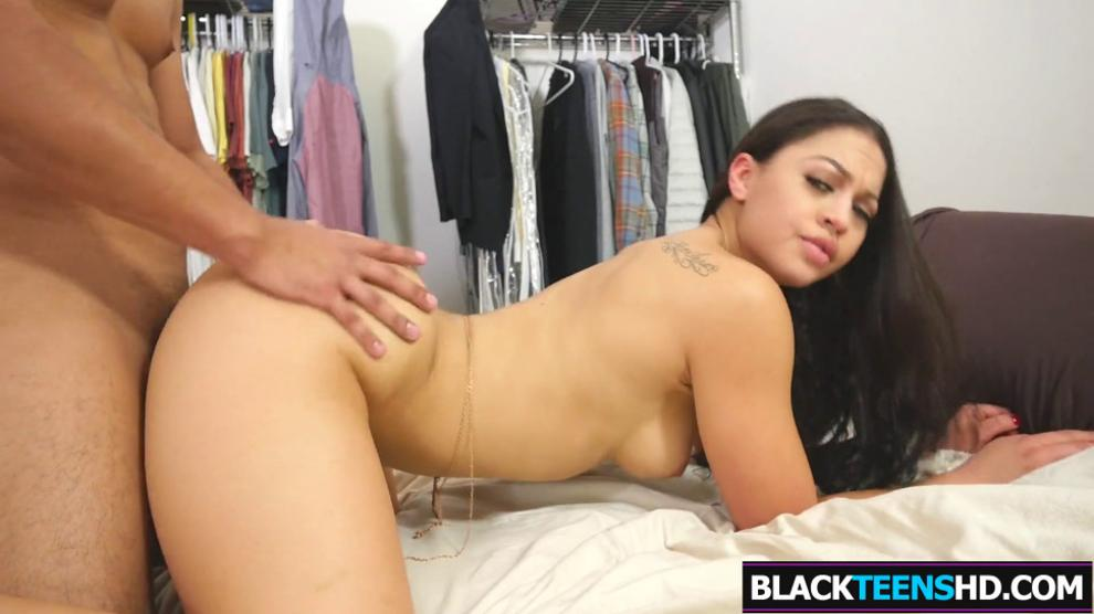 Dark Gal Azaria James Gets Huge Cock