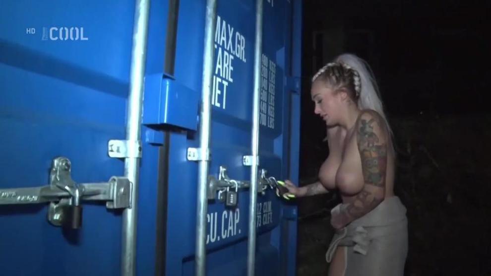 21 Naked