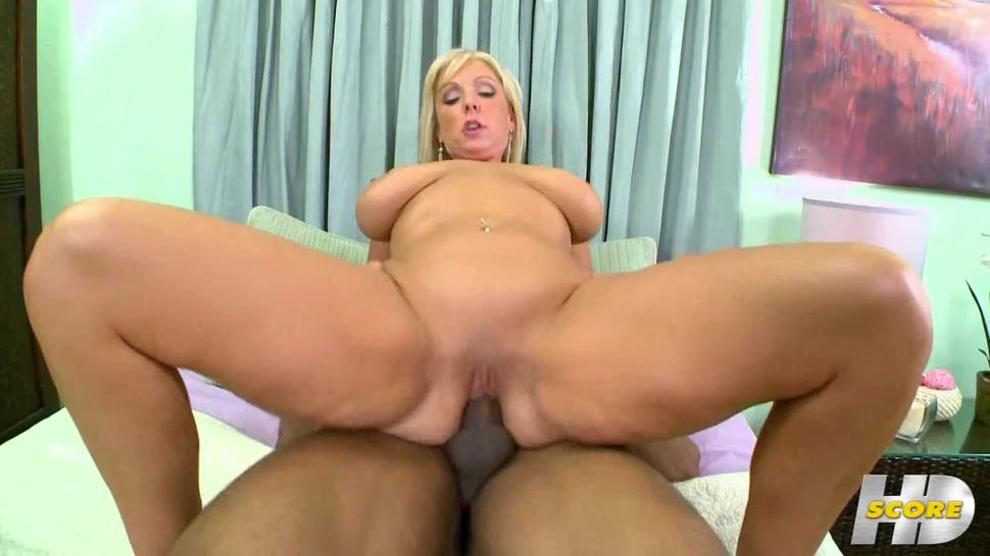 Girl shows her pussy