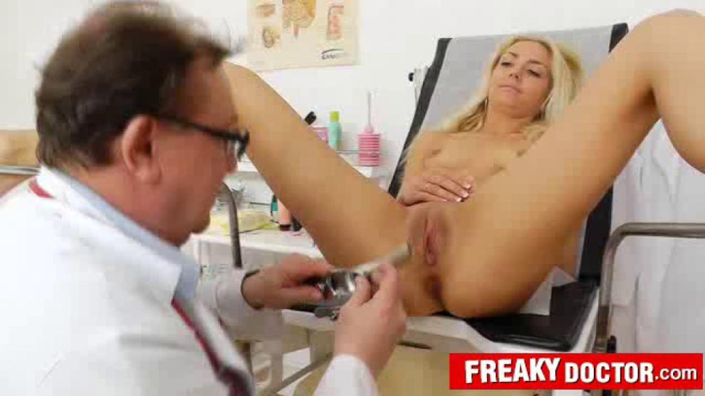 Petite blonde Victoria Puppy pussy pumping therapy