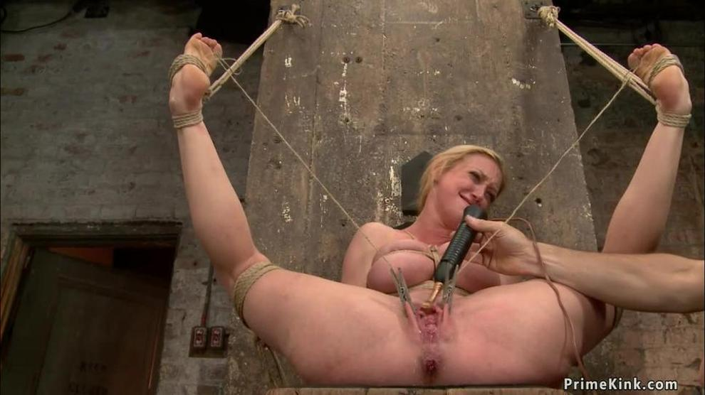 Busty slave gets pussy lips stretched (Master James)