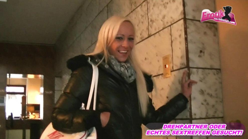 Deutsche blonde teen besucht zum Userdate im Hotel - german skinny amateur
