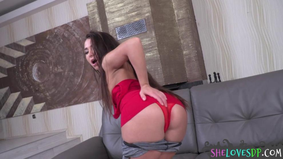 Glamcore Beauty Sucking After DP Sex