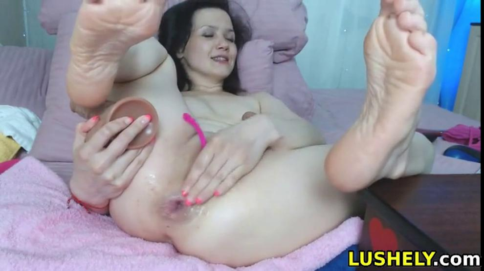 Naughty Babe Likes to Fuck Her Asshole