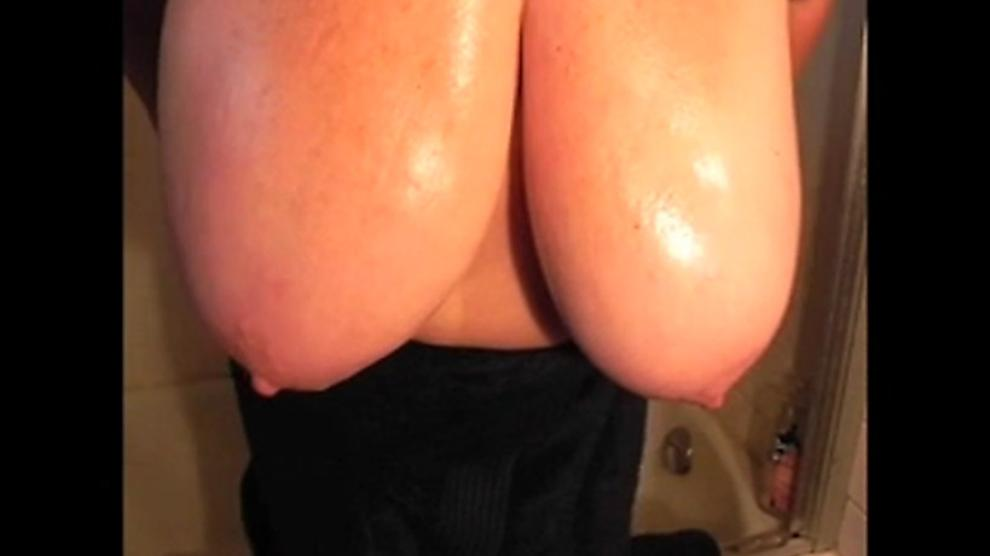 MissesC in Bath Time & Oiling