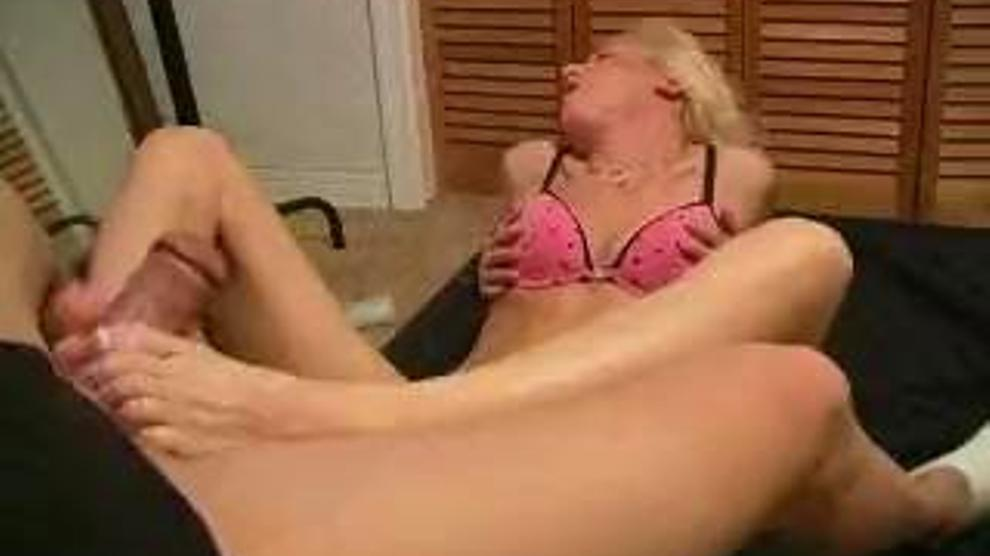 Young boy finds moms fuck hole