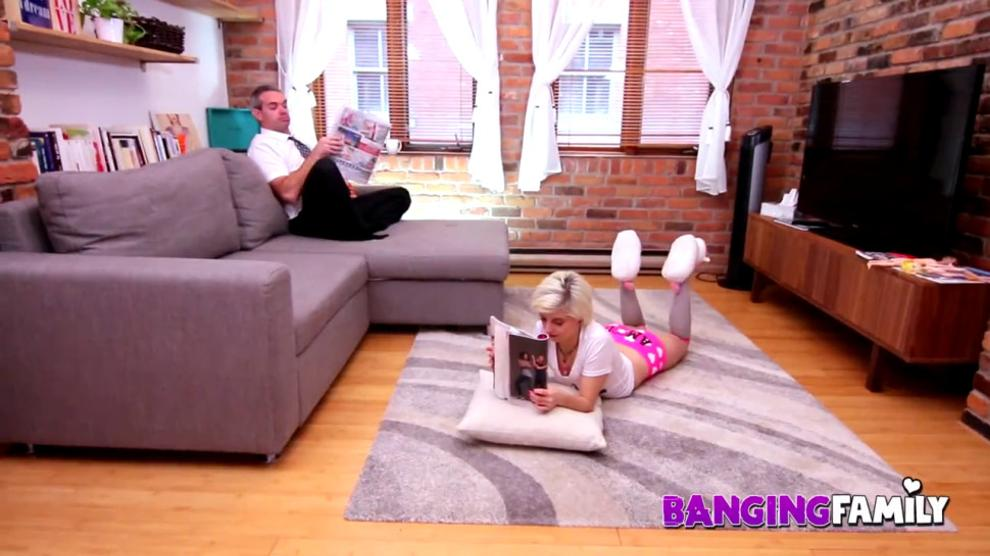 Premiere Nora Love Banging Family 1