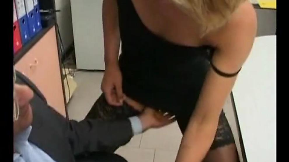 Latina lip pussy wet