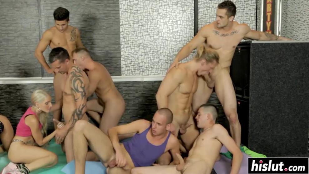 TESSGRAVY - Hot guys suck cock and fuck babes