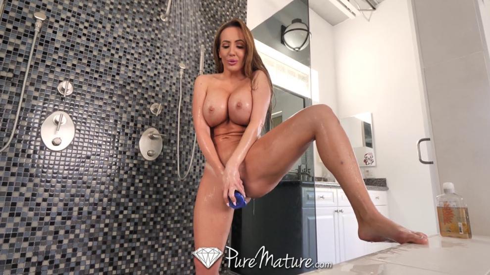 XXX photo Carmen electra naked showing