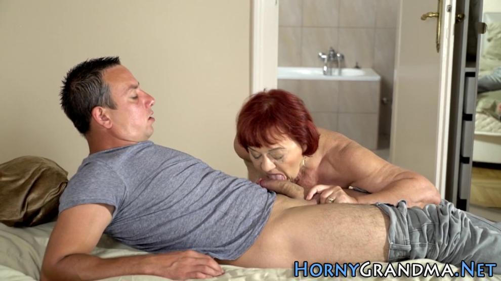 Senior slut gets oral and rides