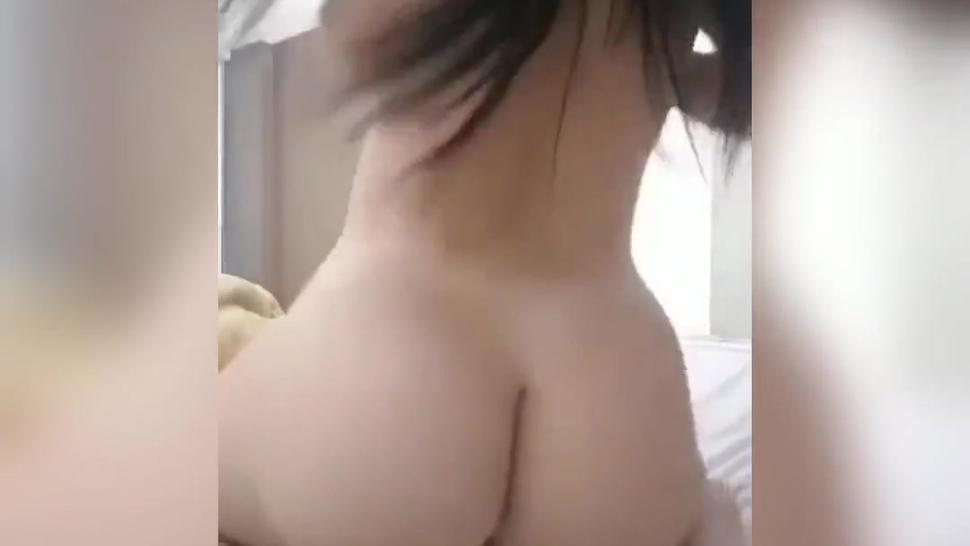 Hermosa chica con buen culo masturbándose rico
